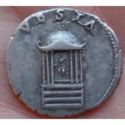 De eeuwige tempel van Vesta op Romeinse munten